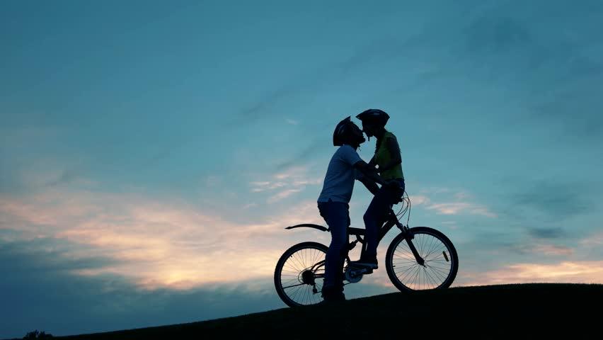 bikers kiss