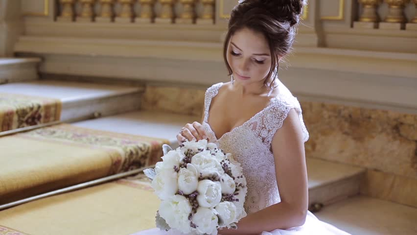 Beauty Bride In Bridal Gown Stockbeeldmateriaal En Video S 100