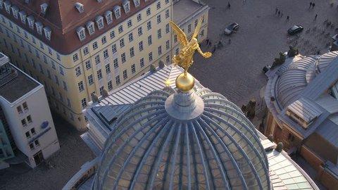 Aerial golden Angel - Dresden Drohnenshot der FAMA goldener Engel auf der Zitronenpresse