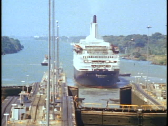 QUEEN ELIZABETH 2, 1982, QE2 World Cruise leaves the Panama Canal, onto Colon