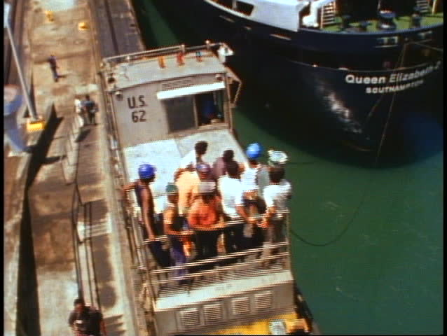 QUEEN ELIZABETH 2, 1982, QE2 World Cruise transits the Panama Canal, Mules pull