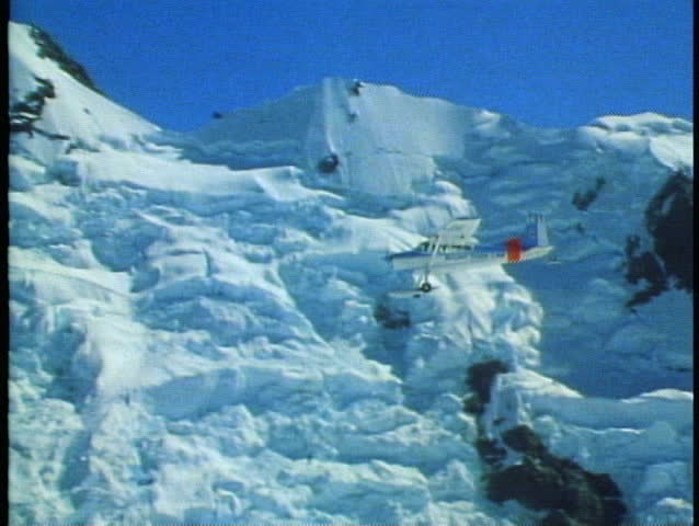 MOUNT COOK, NEW ZEALAND, 1985, Southern Alp, Cessna, ski plane, POV second plane