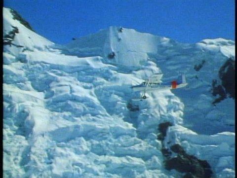 MOUNT COOK, NEW ZEALAND, 1985, Southern Alp, Cessna, ski plane, POV second plane