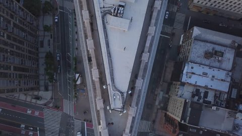 alt flying backward over tip of Flatiron Building