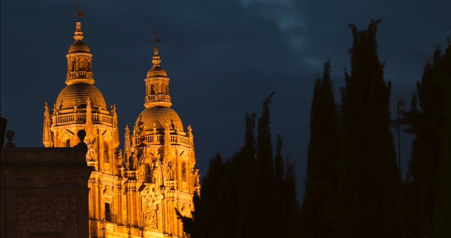 Timelapse Salamanca Cathedral night