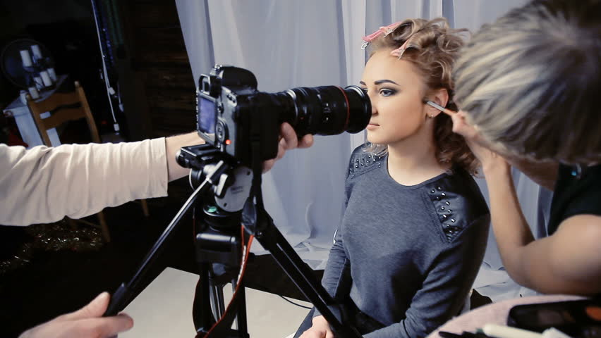 The operator removes the camera makeup on the girl