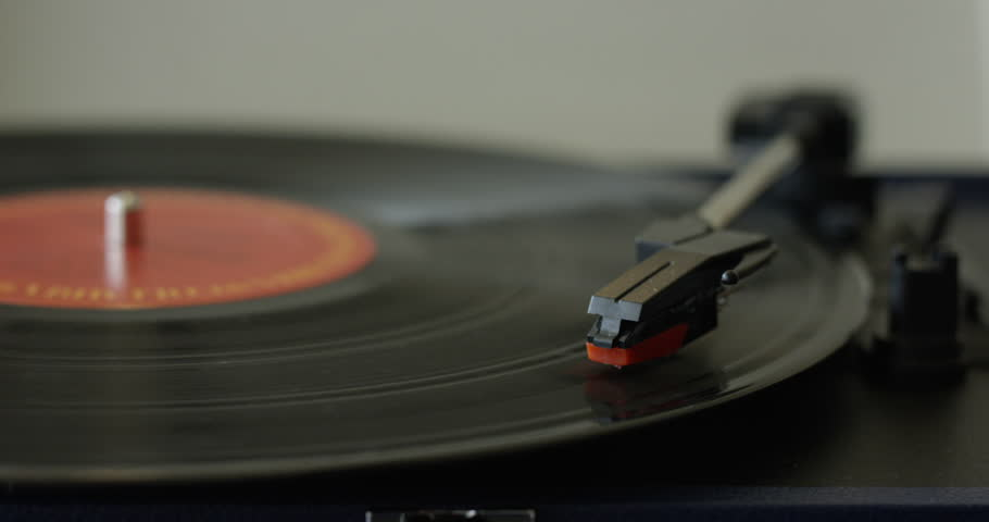 Vinyl Record playing on turntable in reverse - double speed - Fast movement