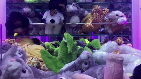Trying to win a stuffed animal prize from claw game 4k