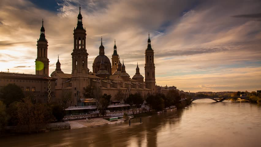 Basilica del Pilar Zaragoza, Cathedral of Our Lady of the Pilar next to river Ebro, 4k timelapse transition from day to night.