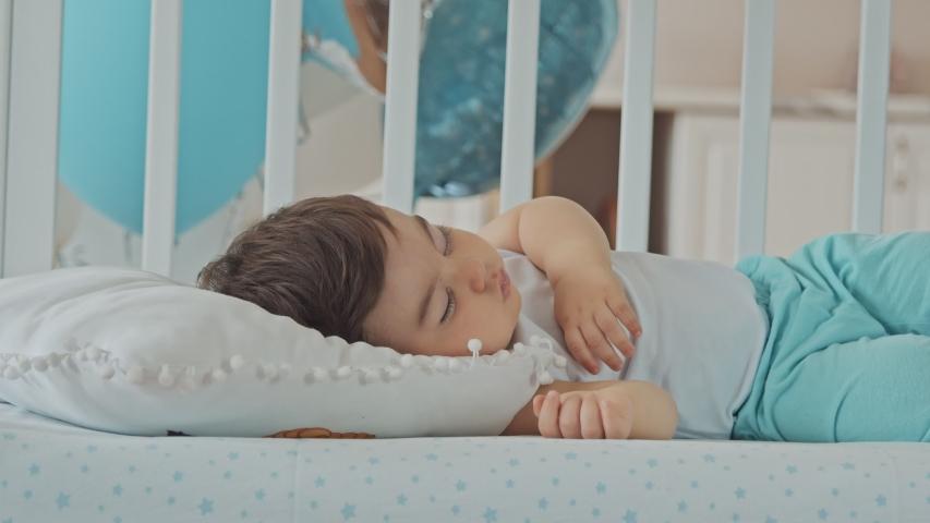 7 Cara agar Balita Tidur Lebih Baik dan Lama