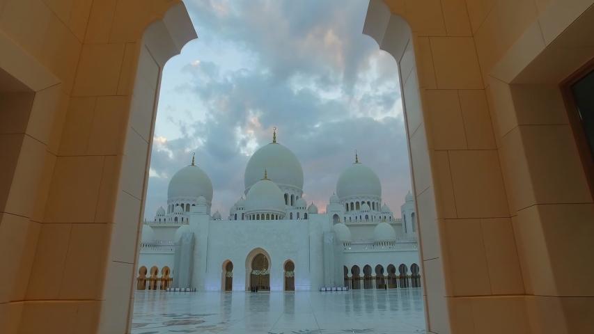 Sheikh Zayed Grand Mosque , Abu Dhabi, United Arab Emirates (UAE)