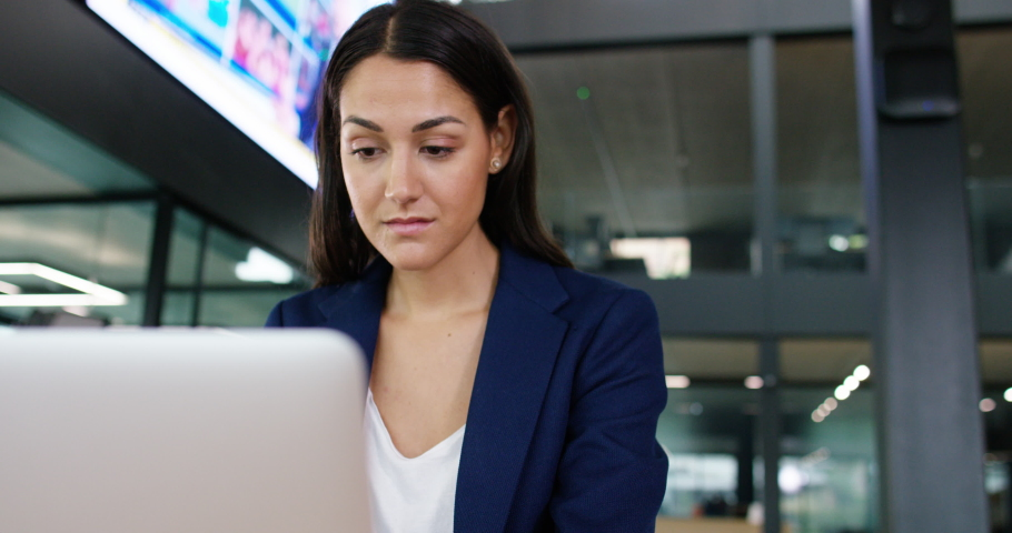 4K Businesswoman working in office with screen displaying business & news reports. Slow motion. | Shutterstock HD Video #1040893163