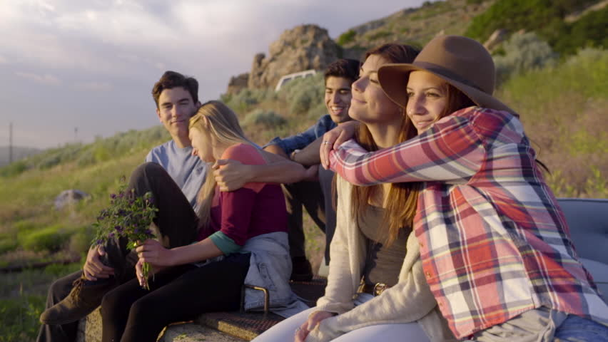 Group of Carefree Teens Hang วิดีโอสต็อก (ปลอดค่าลิขสิทธิ์ 100%) 10785413 |  Shutterstock