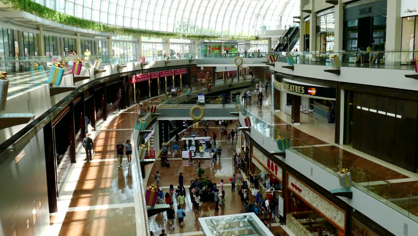 Lisbon portugal august 10 2017 people crowd looking for singapore circa december 2015 marina bay sands shopping mall in singapore the biggest sciox Gallery