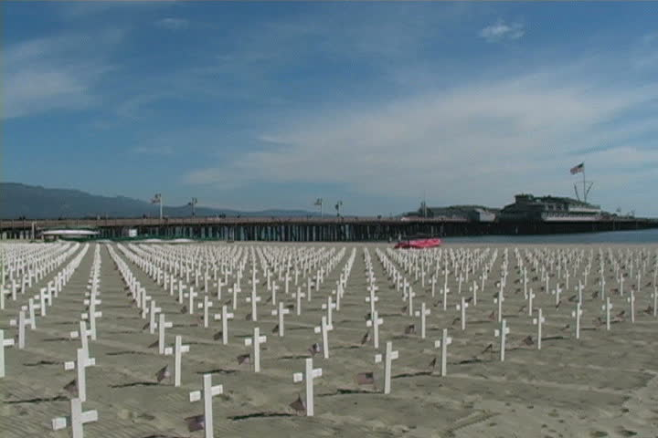 Nearly 3000 crosses representing american soldiers killed in Iraq (pan).