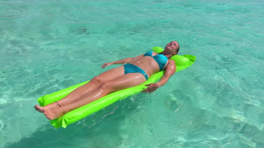 sun-tanning-bikini-video