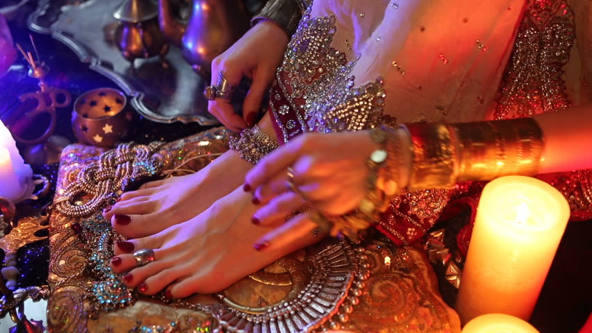 Indian Wedding Preparation Luxury Oriental Fashion Accessories Female Foot And Hands Beautiful National Bridal Golden Jewellery