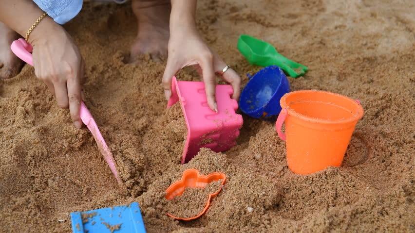 build a sand castle while picnic
