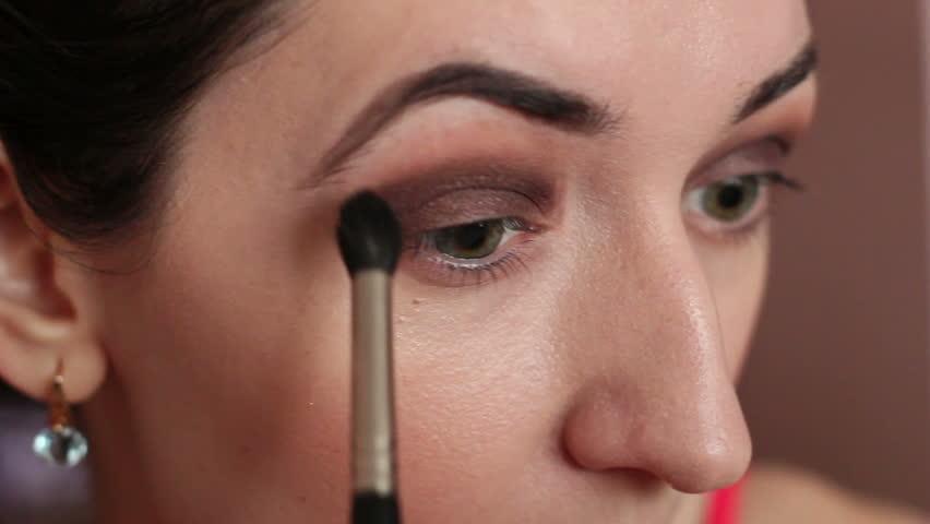 Video on eye makeup