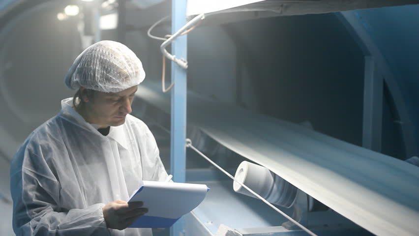 Worker controling quality of sugar on the production line