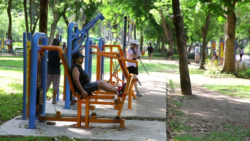 BANGKOK THAILAND CIRCA APRIL 2016 Public Exercise Machines Limpini Park Woman Using Leg