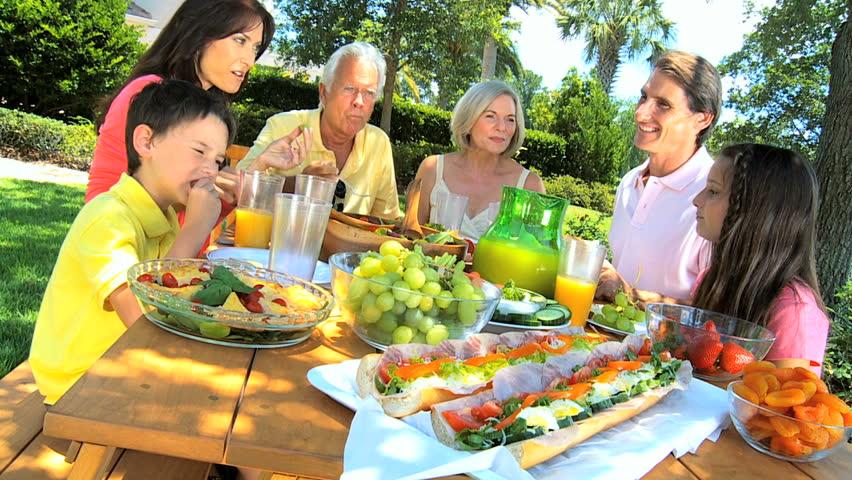 Resultado de imagem para lunch family