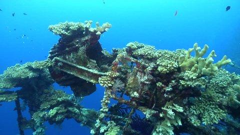 Ocean scenery tilt down from foremast to wheelhouse far below, wreck is vertical, on wreckage, HD, UP26987