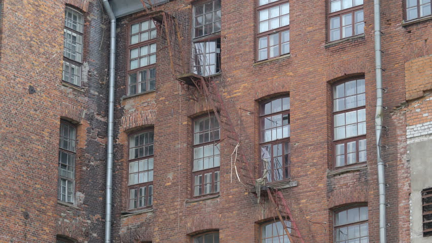 Exterior Establishing Shot Of A New York Style Apartment Building