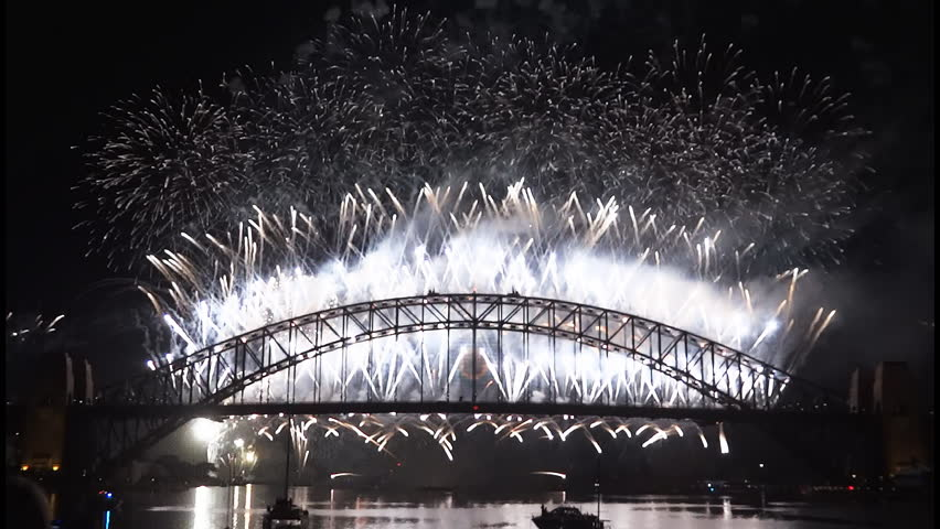 New Years Eve fireworks on Sydney Harbour Bridge at 60fps-4