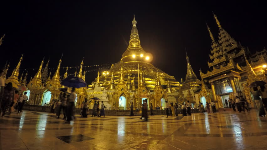 Shwedagon pagoda in Yangoon night timelapse