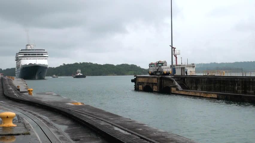 MS Zaandam Holland America Cruise Line Ship In Panama Canal - Zaandam ship