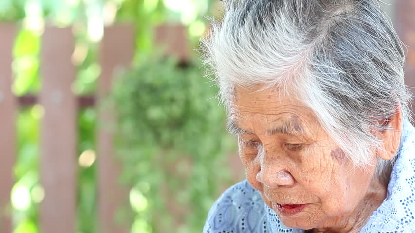 the risks and dangers of elderly people living alone People who lived alone were a staggering 80 percent more likely to use the drugs than those who lived with other people the bbc says that, living alone, the study said, could be linked with feelings of isolation and a lack of social integration and trust, which are risk factors for mental health.