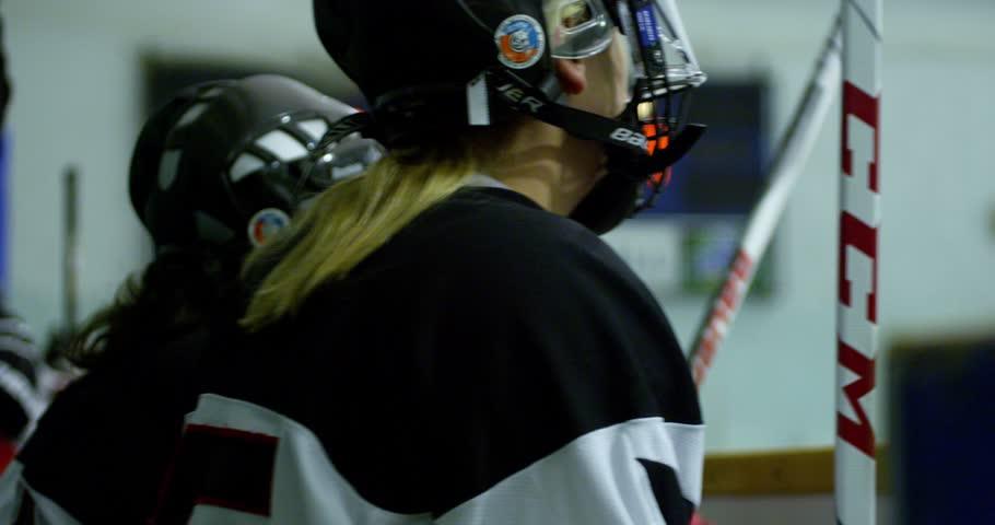 Header of hockey