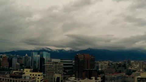 Time Lapse Santiago y Cordillera de los Andes con Nubes