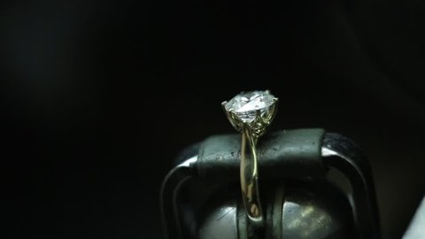 Making a diamond wedding ring