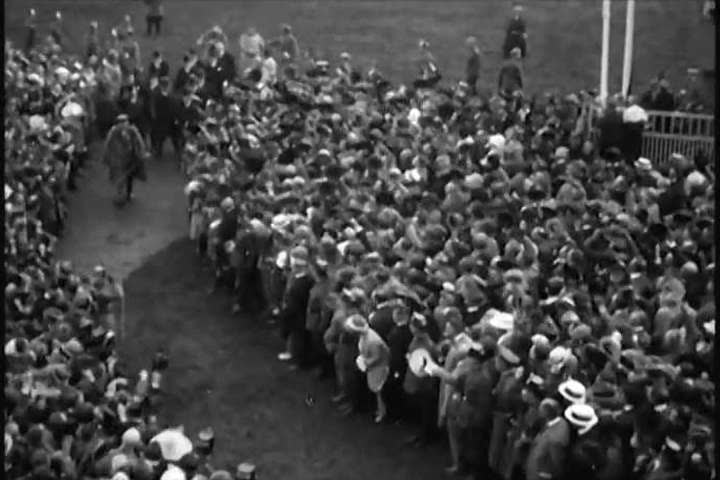 1920s: German president, Paul von Hindenburg, arrives at horse races in Hannover in a military uniform in the 1920s.