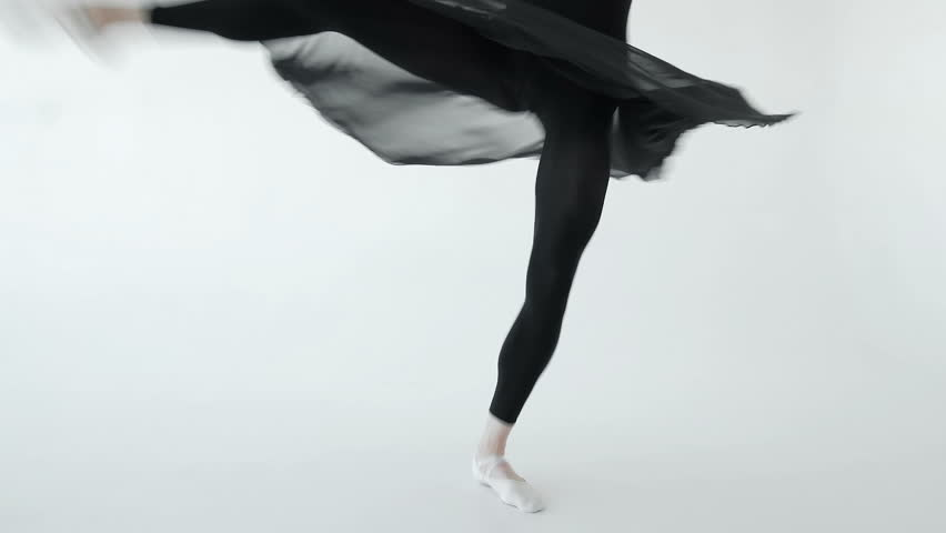 Ballerina performing pirouettes in studio 20s 1080p slow motion