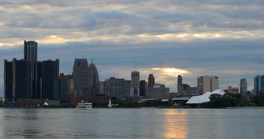 Detroit Skyline from Belle Island as darkness falls 4K