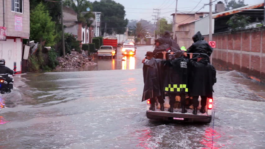 C. Izcalli, State of Mexico 06/Sep/17. Policemen patrol the streets in vans to help the population due the flood by the collapse of the dam El Angulo during torrential rains that affected the area.