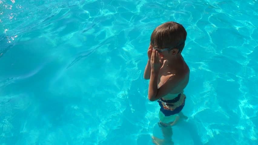 little-boy-naked-swimming