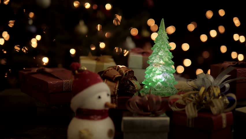 Christmas gift boxes snowman and Christmas tree with blinking lights on glow bokeh light background & Christmas Gift Boxes Snowman With Blinking Light Christmas Tree ... azcodes.com