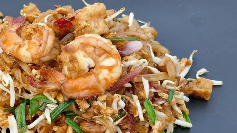 Pad thai with prawns