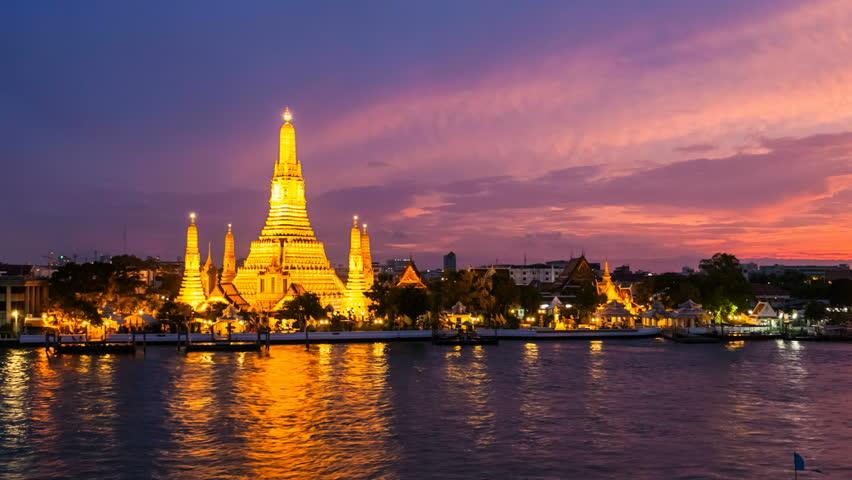 WAT ARUN TEMPLE AT SUNSET - Bangkok Timelapse