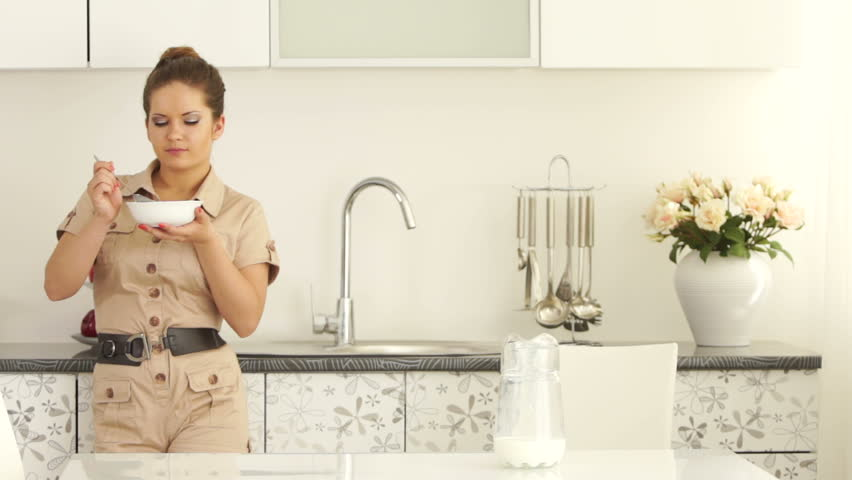 Woman Standing In Kitchen And Fills The Bowl Of Cornflakes Stock ...