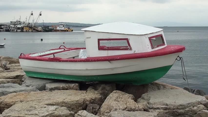 Vídeo stock de Small Boat with Cabin On (100% livre de direitos) 4137043 |  Shutterstock