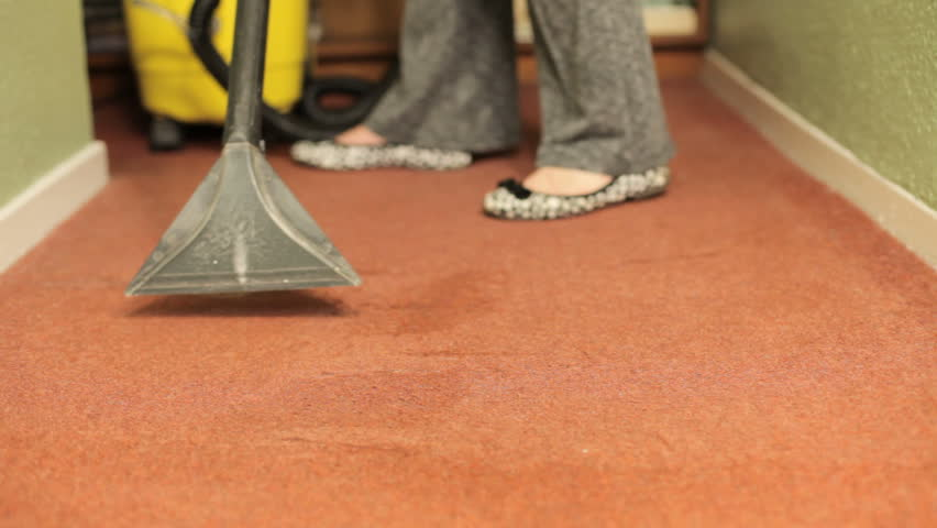 Using carpet cleaner with cleaning solution to wash carpet
