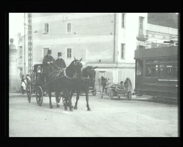 Different means of transport of the 20s. Barcelona. Old film