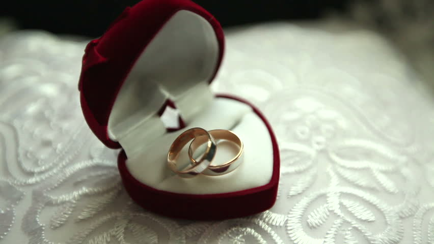 Stokovoe Video Two Wedding Rings Absolyutno Bez Licenzionnyh