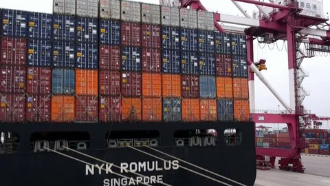 Qingdao - 2013 container throughput 15,520,000 TEUs. Owns 153 container routes, including international routes 124 per month more than 700 flights to and from classes around the world.