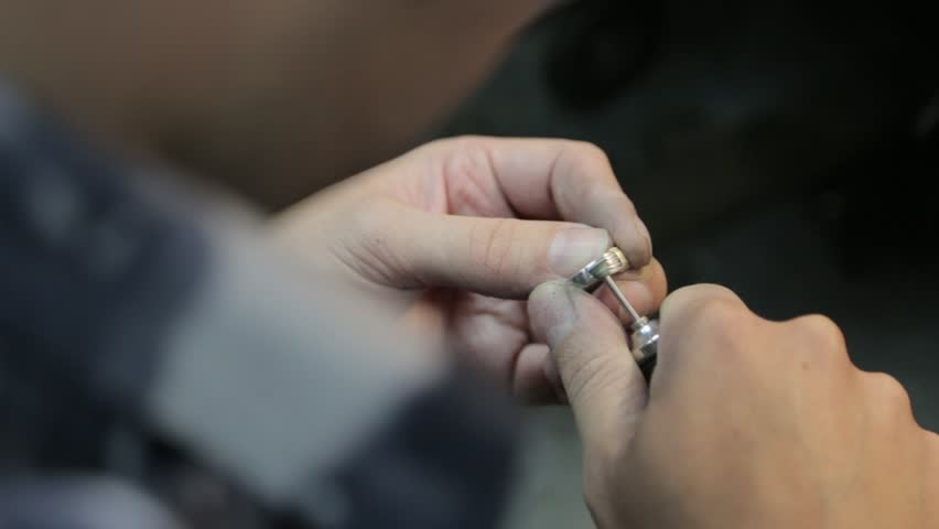 Jeweler Restores Wedding Ring Expands The Size And Makes Cleaning Restoration